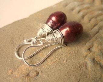 Chocolate Pearl Earrings. Wire Wrapped Brown Pearl Dangle Earrings. Pearl Jewelry.Teardrop Pearl Drop Earrings. Brown Jewelry.Brown Earrings