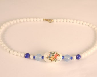 Rustic White & Blue flowers Lucite Beaded necklace