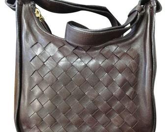 Vintage Bottega Veneta dark brown lamb leather classic intrecciato shoulder bag. Perfect masterpiece purse for daily use.