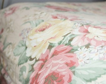 Shabby Sheet, Vintage Bedding, 90's Sheet, Cabbage Roses, Twin Fitted, Bed Sheet