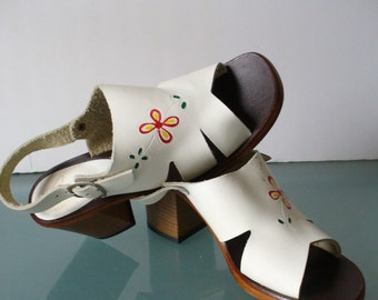 Vintage Flower Power Made in Italy Heeled Sandals Size 8B US