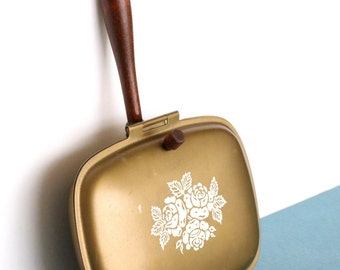 Vintage Gold Metal Warming Pan with Wood Handle and Floral Design, Silent Butler, Crumb Catcher, Ashtray, Bed Warmer, Retro Kitchen Decor