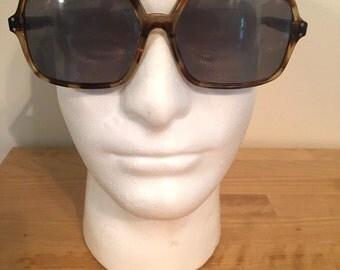 Vintage 1970's brown plastic tortoiseshell style aviator sunglasses