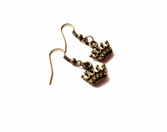 Crown Earrings, Small earrings, antique gold, vintage gold, charm jewelry, alice in wonderland, queen of hearts, costume jewelry, funky cute