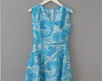 1960s silk dress. S/M size. Shantung white sleeveless formal dress with turquoise patterns, lined skirt. In a very good vintage condition.