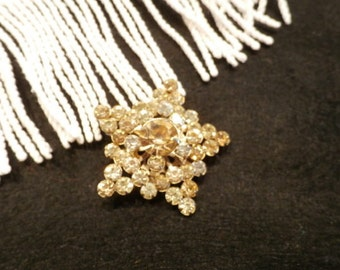 Vintage star shaped rhinestone brooch