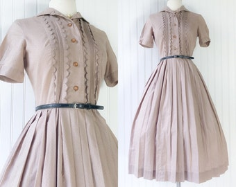 vintage 1950s mocha cotton swiss dot dress / brownie pinup shirtwaist dress / scalloped tuxedo bust / full skirt / size S