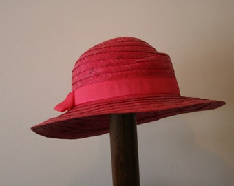 Vintage Adorable 1980s Hot Pink Straw Sun Hat with Grosgrain Ribbon Band 57