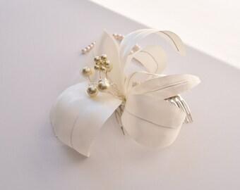 Lily Hair Comb - Flower Hair Comb - Wedding Hair Comb - Bridal Hair Flower - Lily Hair Piece - Wedding Hairpiece - Bridal Headpiece