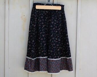 Black PRAIRIE Skirt. 70s Boho Floral Skirt. 1970s Peasant Skirt. Hippie CALICO Skirt. Tiered Skirt. High Waist Skirt. Hipster INDIE Skirt.