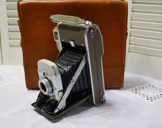 Vintage Polaroid Land Camera Model 80B Instant Film Camera Case Flash Manuals Bulbs PanchosPorch