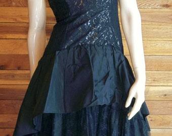 GORGEOUS Vintage 1980s LORALIE Original Black Sz 8 Formal Gown or Dress
