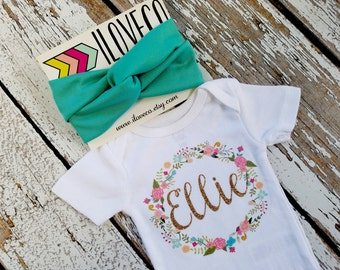 GLITTER/ Baby Name Floral wreath Bodysuit/  / Monogram Bodysuit / Initial Bodysuit / Baby Name Bodysuit