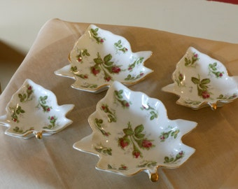 Set of 4 Nested Norwich Wild Rose Pattern Leaf Ash Trays