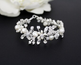 Pearl Wedding bracelet, Crystal Bridal bracelet, Wedding jewelry, Freshwater pearl bracelet, Pearl cluster, Swarovski crystal bracelet