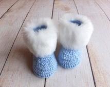 Baby boy booties with white fur trim - Faux fur booties - Baby winter boots - Crochet blue baby booties - Infant shoes - Newborn boy shoes