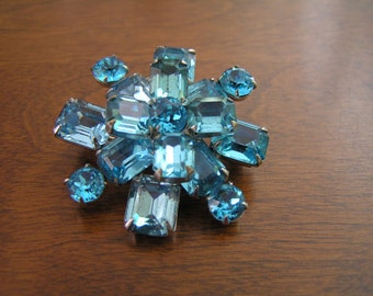 Weiss Blue Rhinestone Pin Brooch,Weiss Blue Topaz Rhinestone Pin Brooch,Weiss Emerald Cut Rhinestone Pin, WEISSCO Emerald Cut Blue Topaz Pin