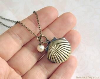 Melody's locket, Seashell locket necklace gold brass Little mermaid locket, Sea shell locket cream pearl Mermaid's jewelry SeaShell necklace