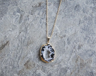 Feathered black agate geode slice gold-edged Eternity necklace // geode necklace // geode pendant