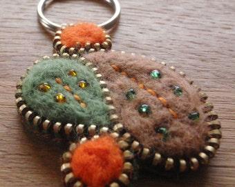 Desert Sands Keyring - A zip and needle felted keyring.