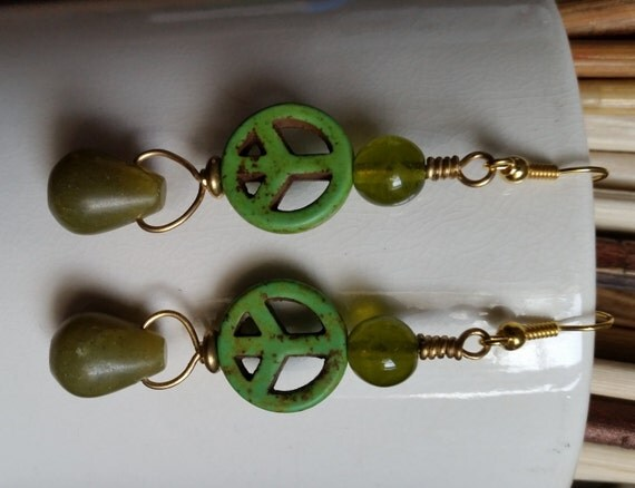 GREEN PEACE SIGN Earrings with Lemon Jade Drop, Apple Green Round Beads, Brass Wire. Dangle Earrings. 1960s Hippie Chic. Handmade.