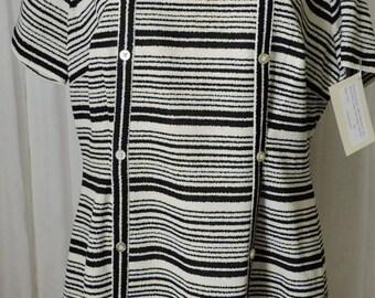 1213 - Vintage AMY ADAMS KNITS Dress Size L Blue + White Stripe Polyester 1965-1976 Mod 1970s