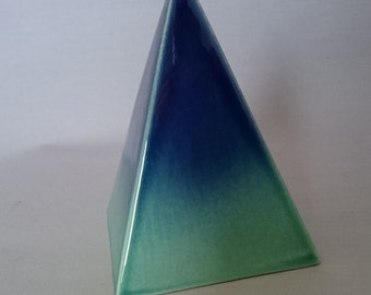 Ceramic urn pyramid for small pets