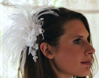 Gatsby style ! A very luxury bridal hair comb adorned with long, white oistrich feathers,shiny pearls, sequences and lace flowers -