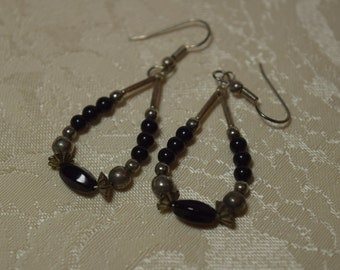 Dangle earrings with gemstones