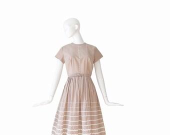 1950s Dress • 50s Day Dress • Medium M • Vicky Vaughn