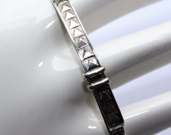 Triangles Pattern Hallmarked Sterling Silver Childs Baby Expandable Bangle (Hallmarked London 1955)