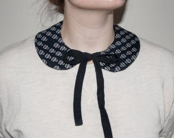 Black and White 50s Floral Print Knotted Peter-Pan Collar