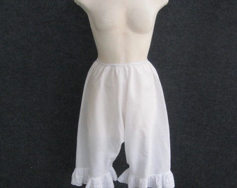 Women's 70s Vintage Bloomers White Cotton Victorian Style Pantalette Drawers, Elastic Waist, Lace Ruffle Leg, Antique Prairie Style, Small