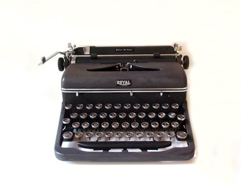SALE// Royal Typewriter Quiet de Luxe Art Deco Manual Typewriter/ Photography or Wedding Prop/ Home Decor/ Portable Typewriter w/ hard Case