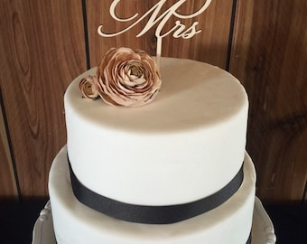 Wooden Mr. & Mrs. Cake Topper