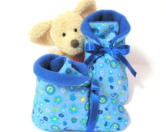 Blue handmade baby slippers, with fleece size 3 to 6 months by Tricotmuse