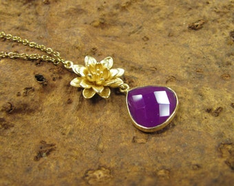 GOLD floral necklace gold plated brass with Briolette of purple chalcedony, purple chalcedony, gold-plated flower flower handmade