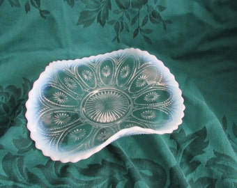 Northwood Spokes and Wheels Opalescent Glass Bowl