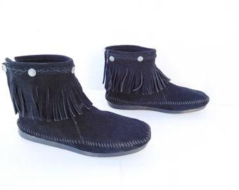 Minnetonka moccasin  women black fringe ankle boots size 10