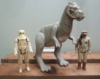 Lot of Vintage Star Wars Tauntaun and Action Figures