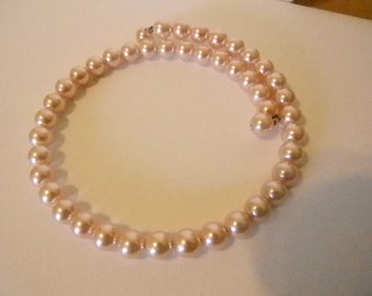 Lustrous Pink Pearl Spring Collar/Choker Necklace