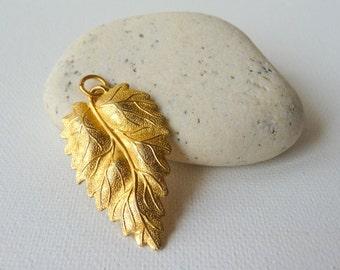 SALE, Vintage Gold Leaf Pendant Gold Tone Natural Leaf Texture Jewelry Vintage Gold Leaf Jewelry 70's Jewelry, Retro Gold  Pendant,Gold 70's