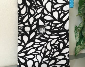 Black & White Flourish Traveler's Notebook