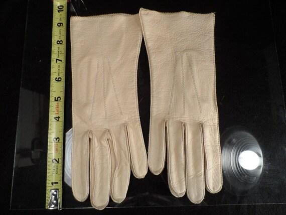 Ladies Driving Glaves-Kid Leather Gloves, Ladies Vintage, Soft Cream  Elegant and Ladylike-Tutt Estate