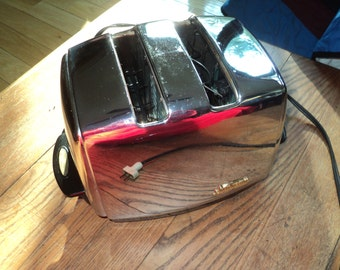 Vintage Sunbeam Electrical Toaster in Working Condition with Stainless Steel Chrome exterior finish for a retro kitchen, but missing a knob