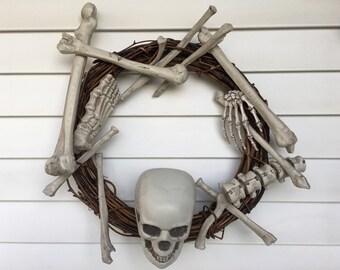 Skeleton, skeleton wreath, halloween wreath, halloween decor, skeleton, bones