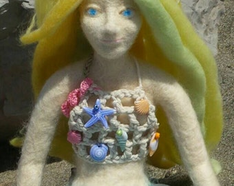 Antilla, felt doll carved in the shape of a mermaid with technique of needle felting.