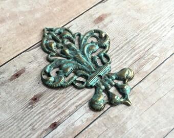 2 pieces hand painted Fleur de Lis filigree stampings, faux patina color over antique bronze tone metal, vintage design, 35x50mm,