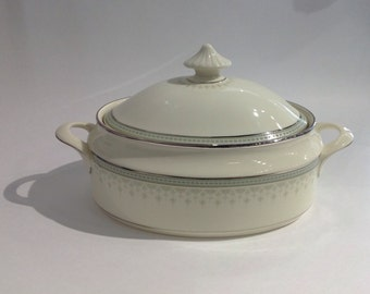 Portland by Minton, Oval Covered Vegetable Bowl, Fine Bone China, Pale Green Colour and Platinum Trim, Made in England