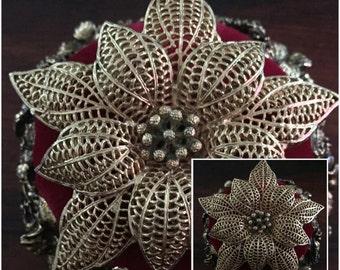 Vintage Big Goldtonr Flower Brooch